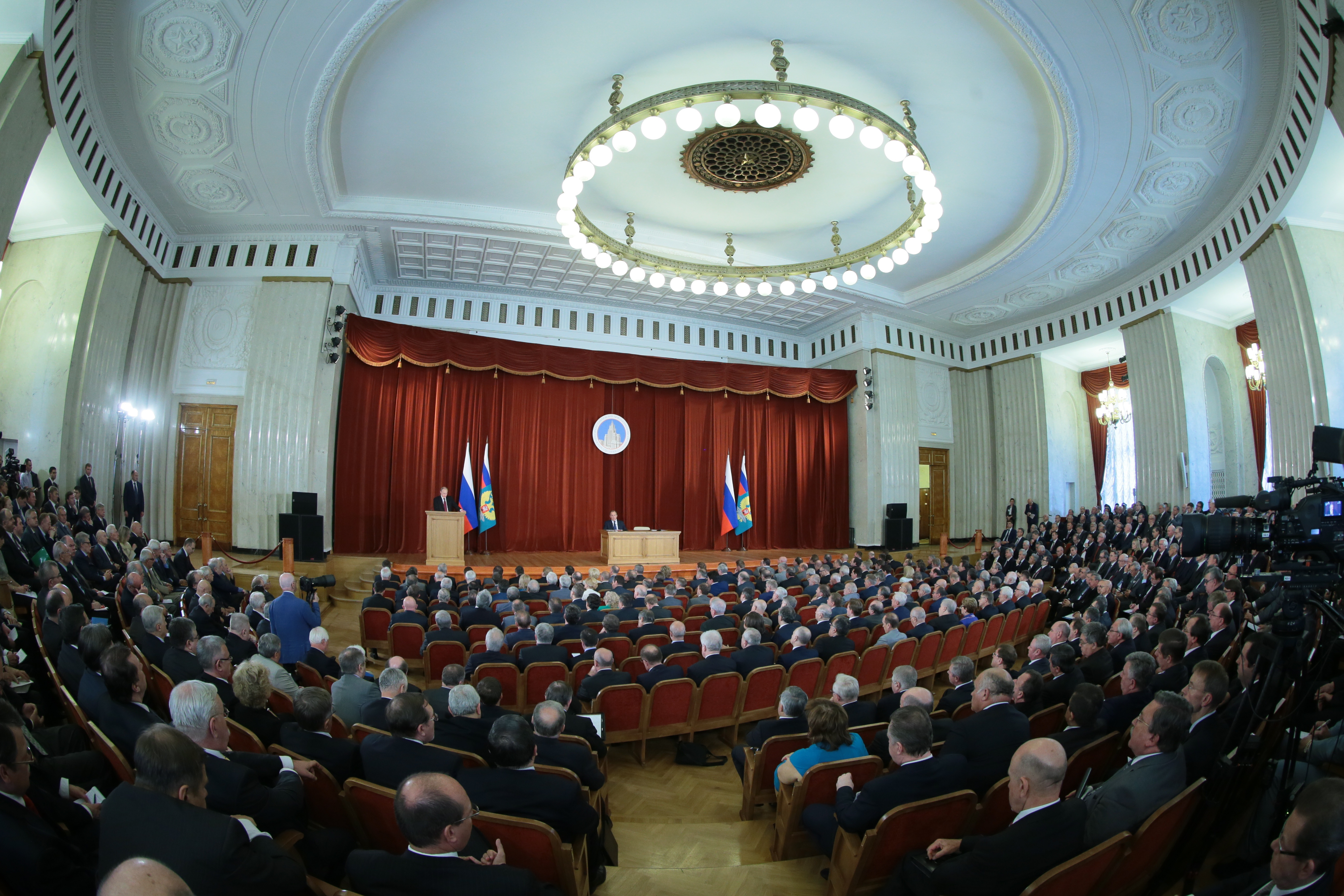 Владимир Путин во время совещания послов и постоянных представителей России