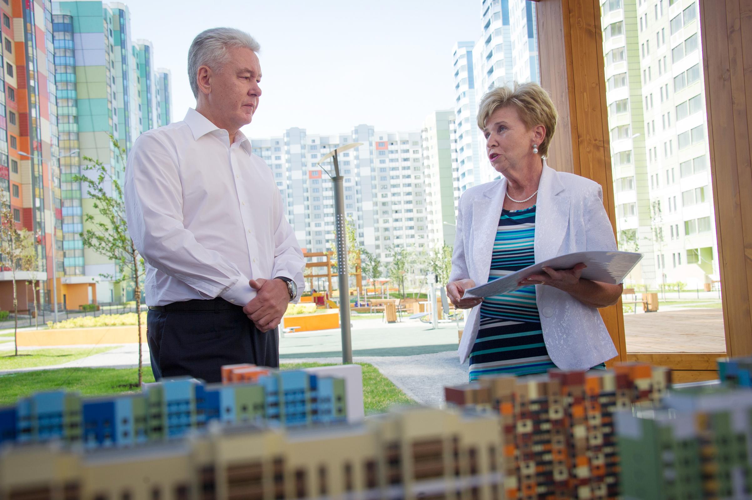 Сергей Собянин во время осмотра квартала комплексной жилой застройки в районе Западное Дегунино