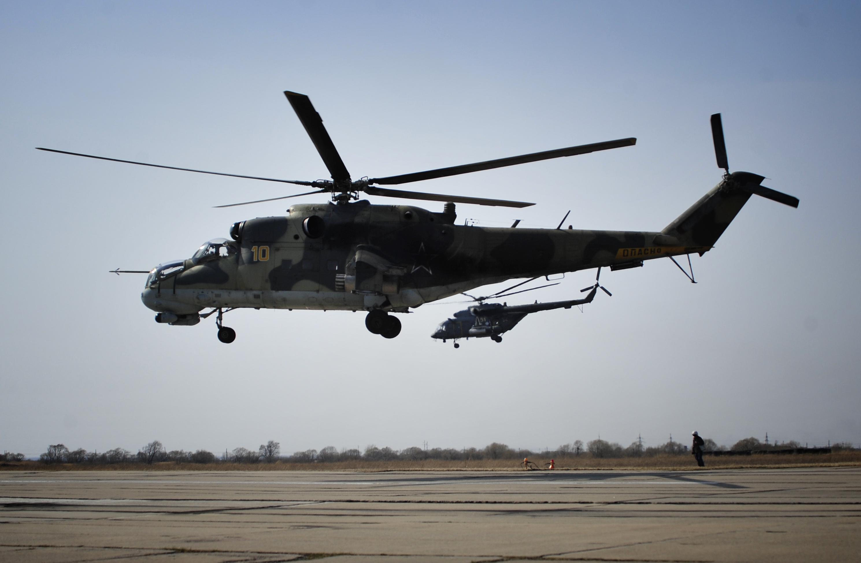 Вертолеты Ми-24 и Ми-8