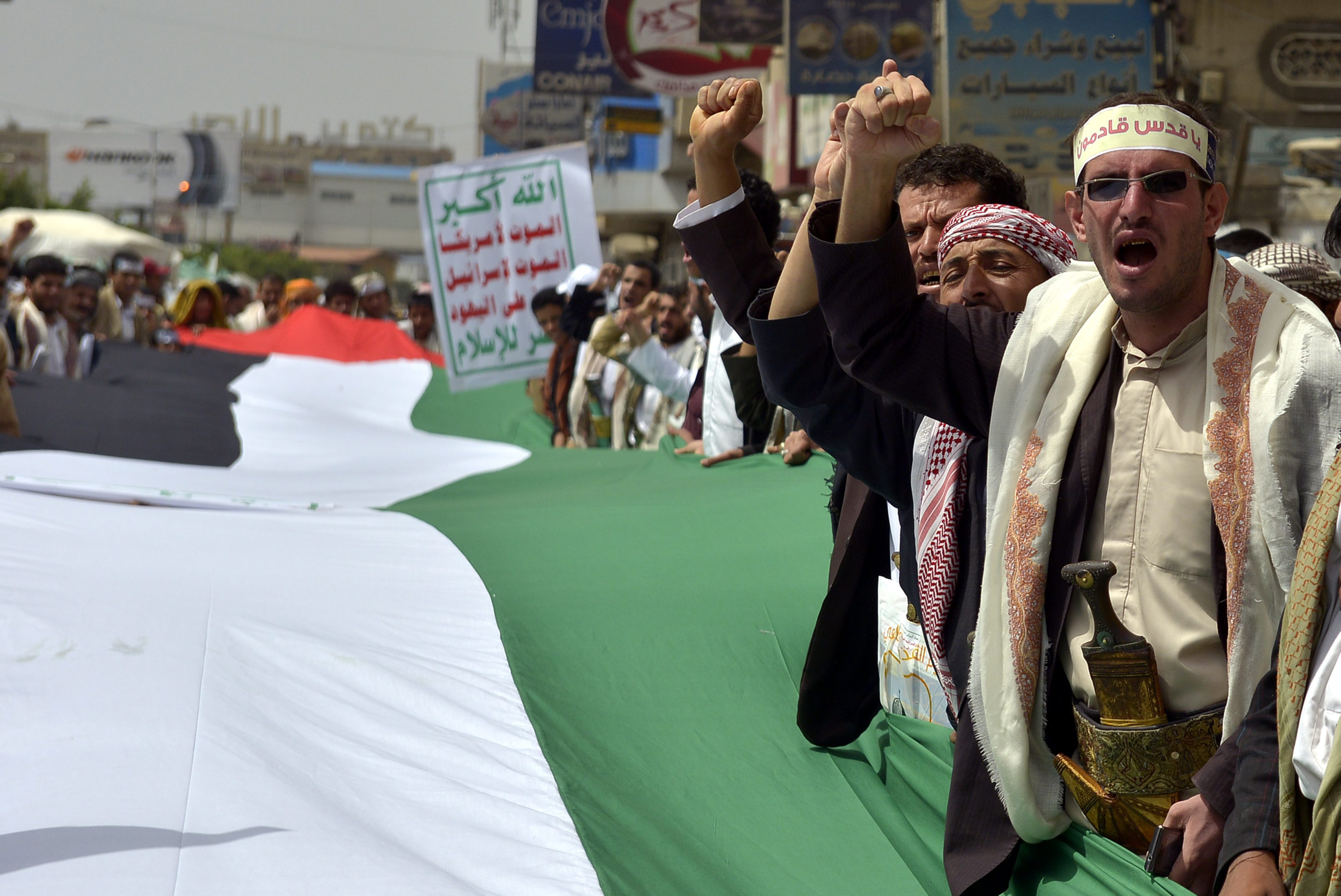 Митингующие палестинцы