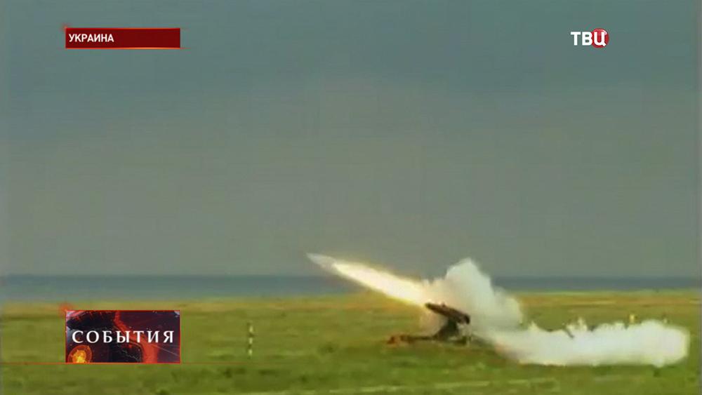 Ракетная установка ведет обстрел