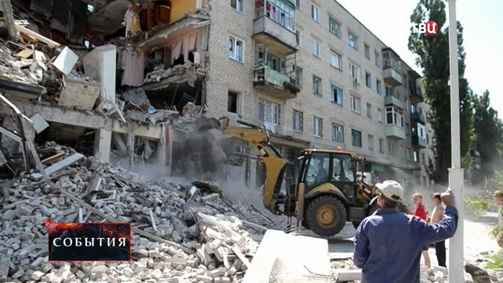 Последствия обстрела на юго-востоке Украины
