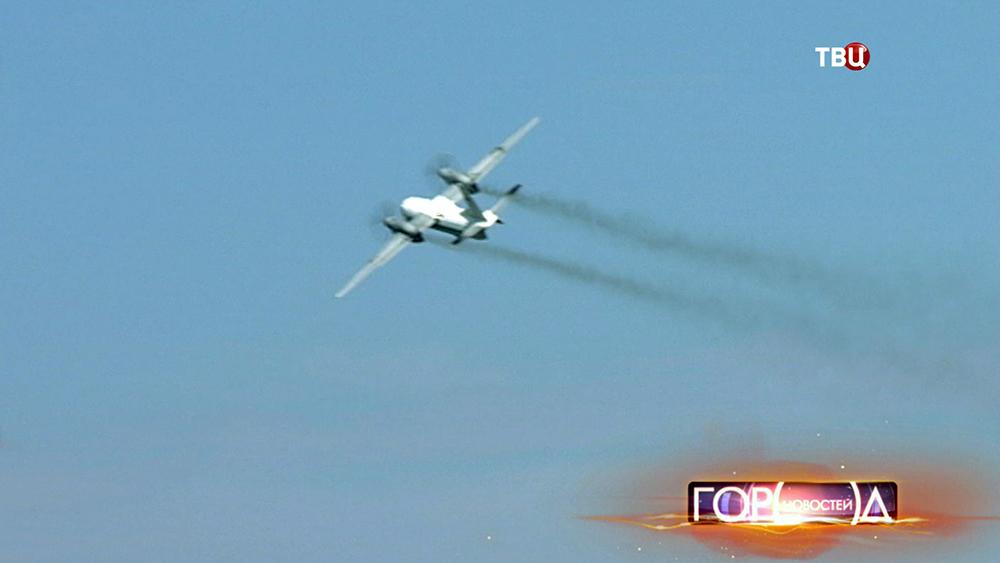 Самолет Ан-32 летит