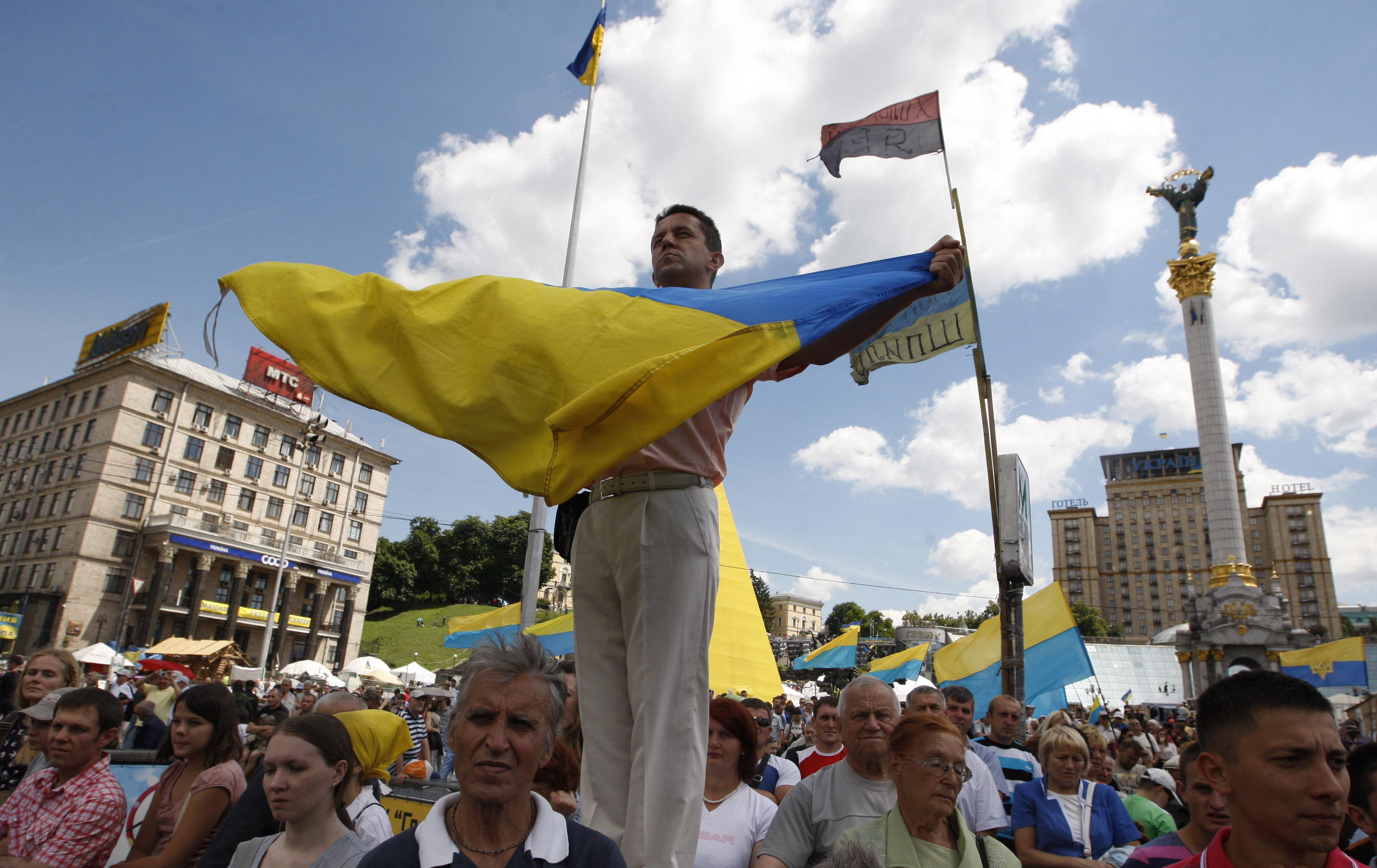 Участники народного вече на площади Независимости в Киеве