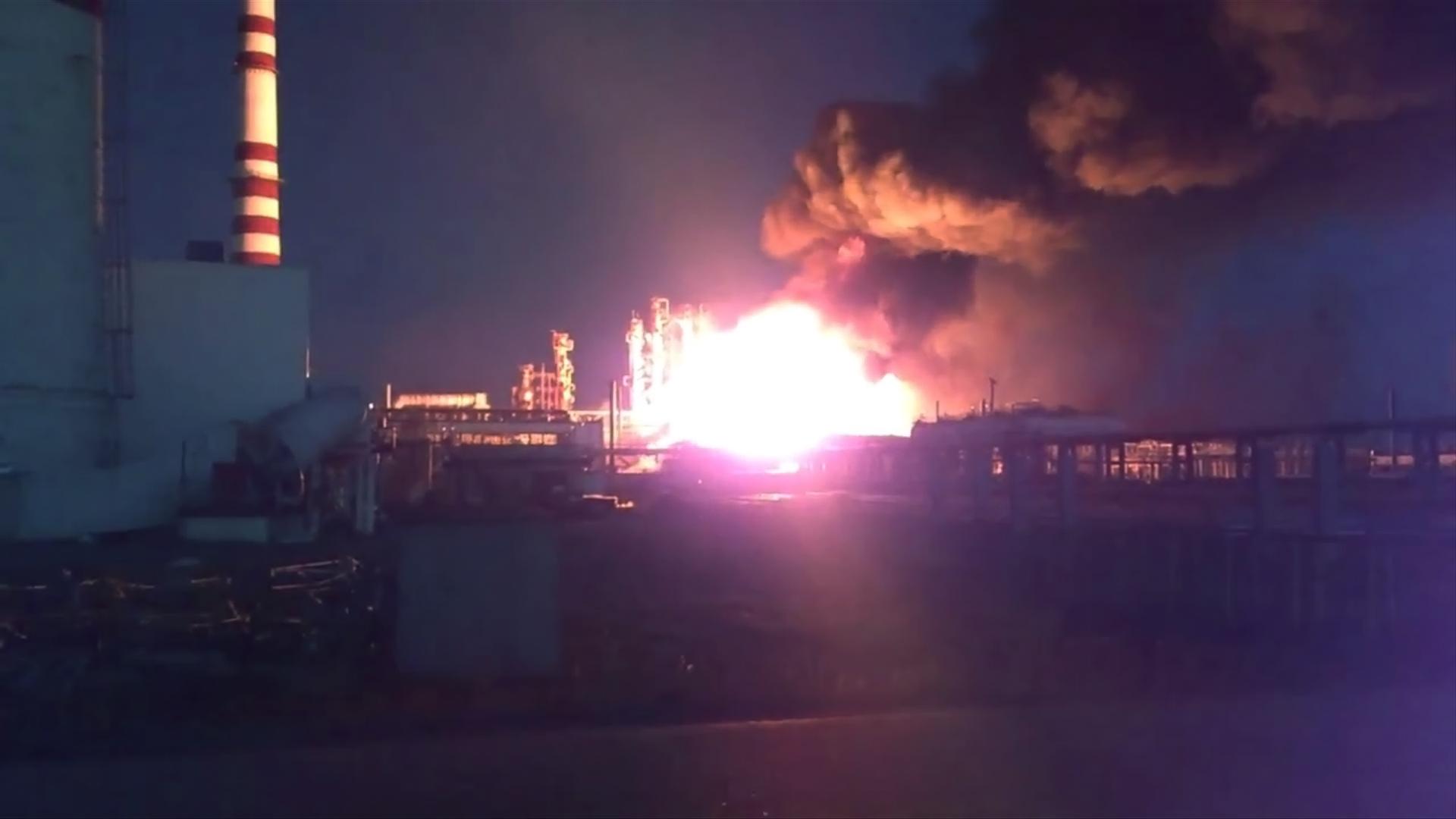 Пожар на заводе в Лисичанске