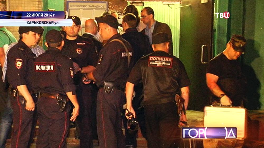 Полицейские на месте происшествия на Харьковской улице