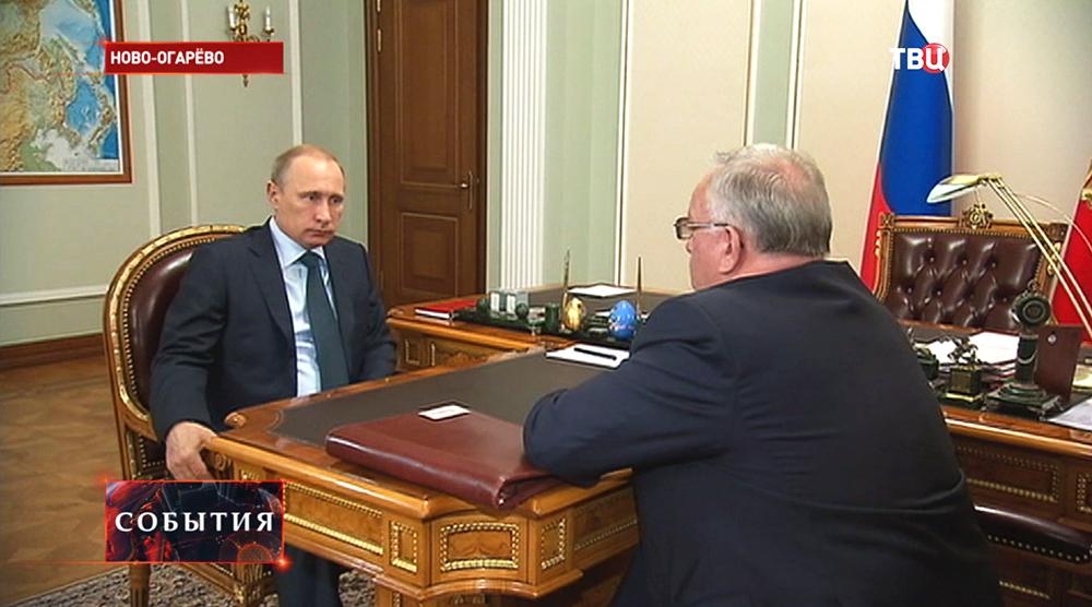 Владимир Путин и глава республики Алтай Александр Бердников