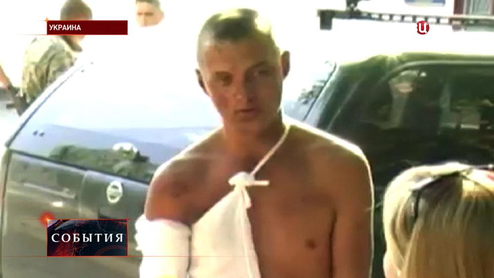 Раненый украинский солдат