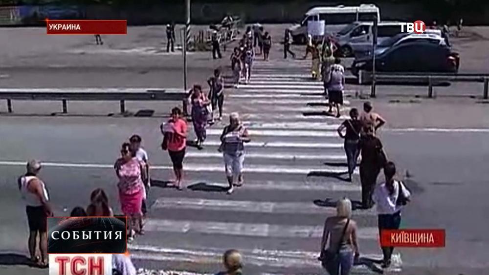 Матери украинских призывников перекрыли дорогу