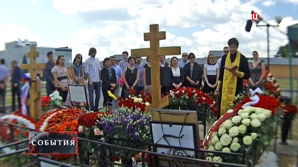 Панихида по погибшим на Украине российским журналистам ВГТРК Игорю Корнелюку и Антону Волошину