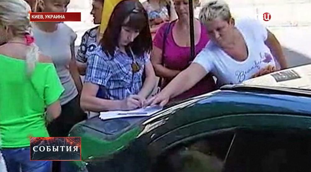 Матери и жены украинских призывников собирают подписи