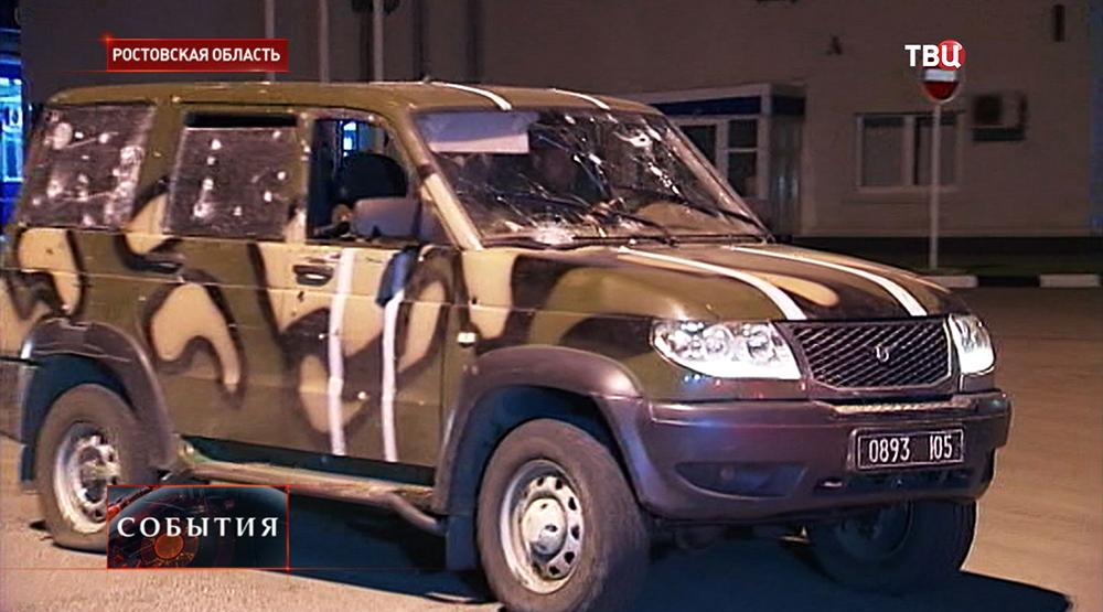 Украинские военные вывозят переданных раненых солдат