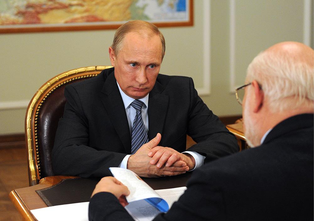 Президент РФ Владимир Путин и глава СПЧ Михаил Федотов