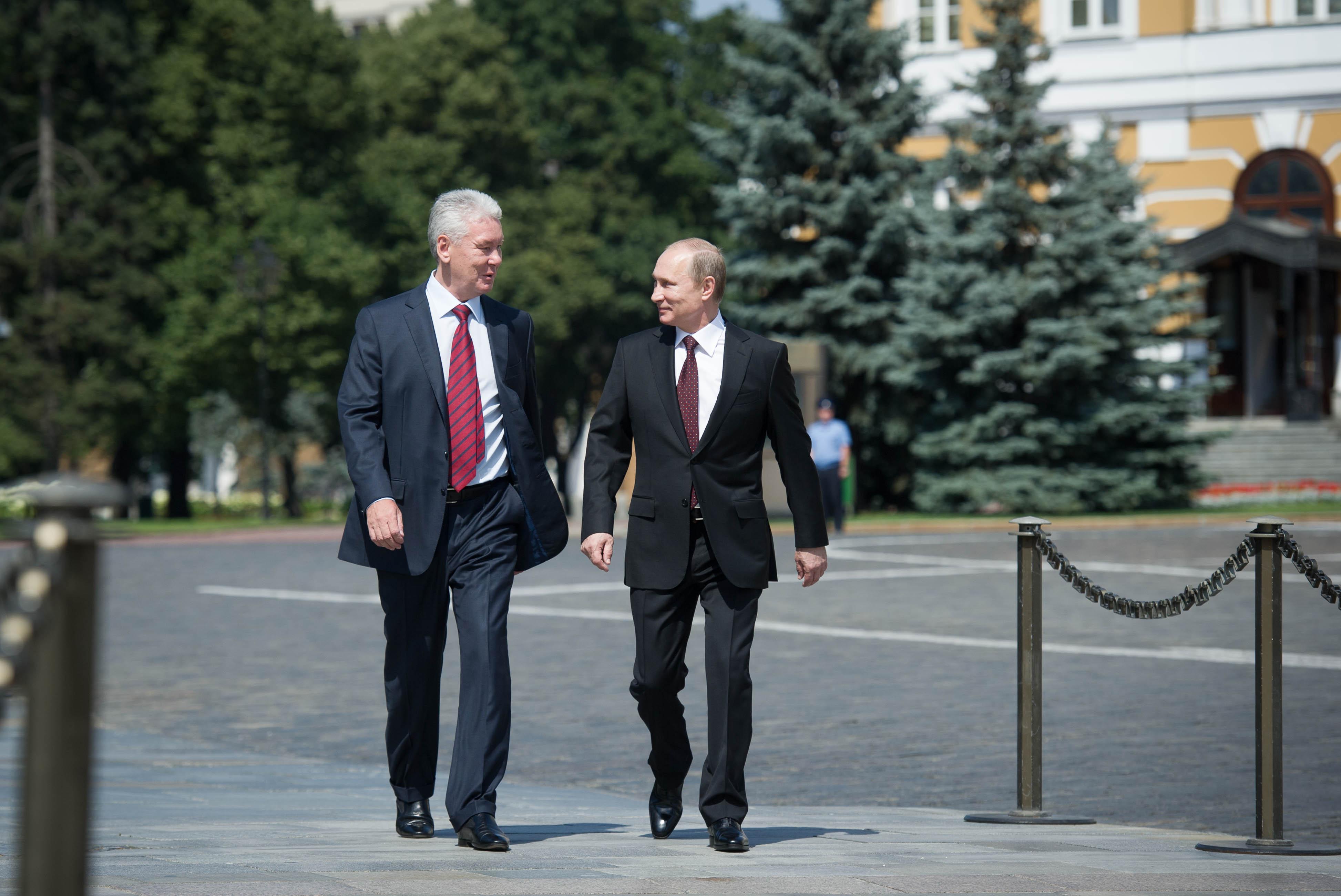 Владимир Путин и Сергей Собянин на территории Московского Кремля