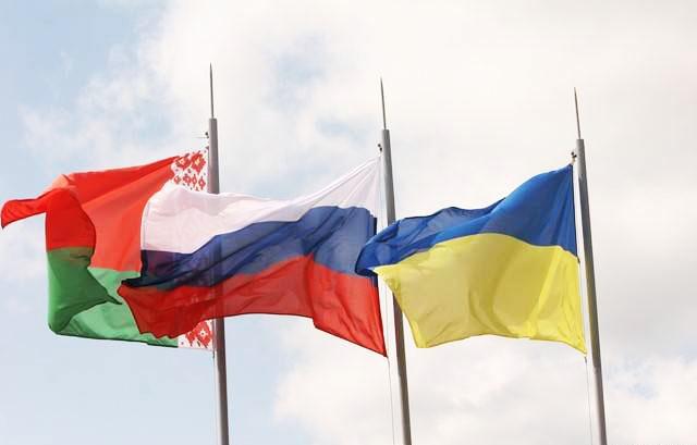 Флаги Белоруссии, России и Украины