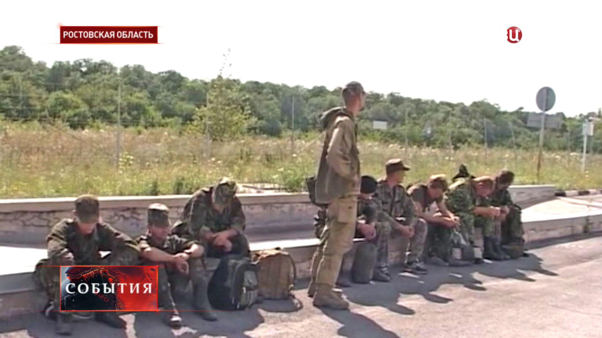 Украинские военные на пограничном пункте пропуска в Ростовской области
