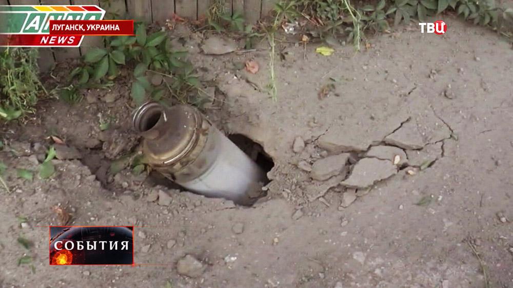 Последствия артиллерийского обстрела жилых кварталов Луганска