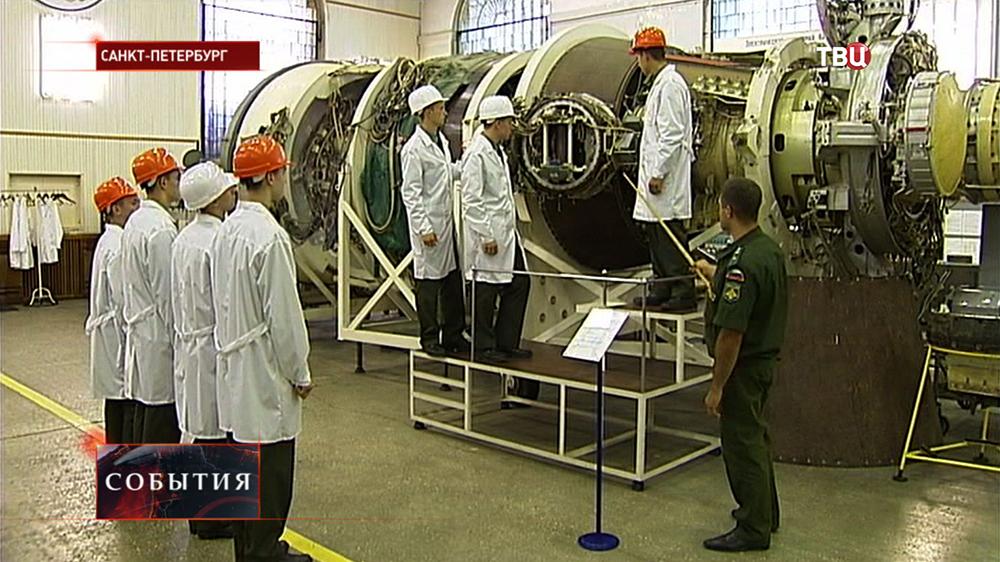 Курсанты военно-космической академии имени Можайского на занятиях