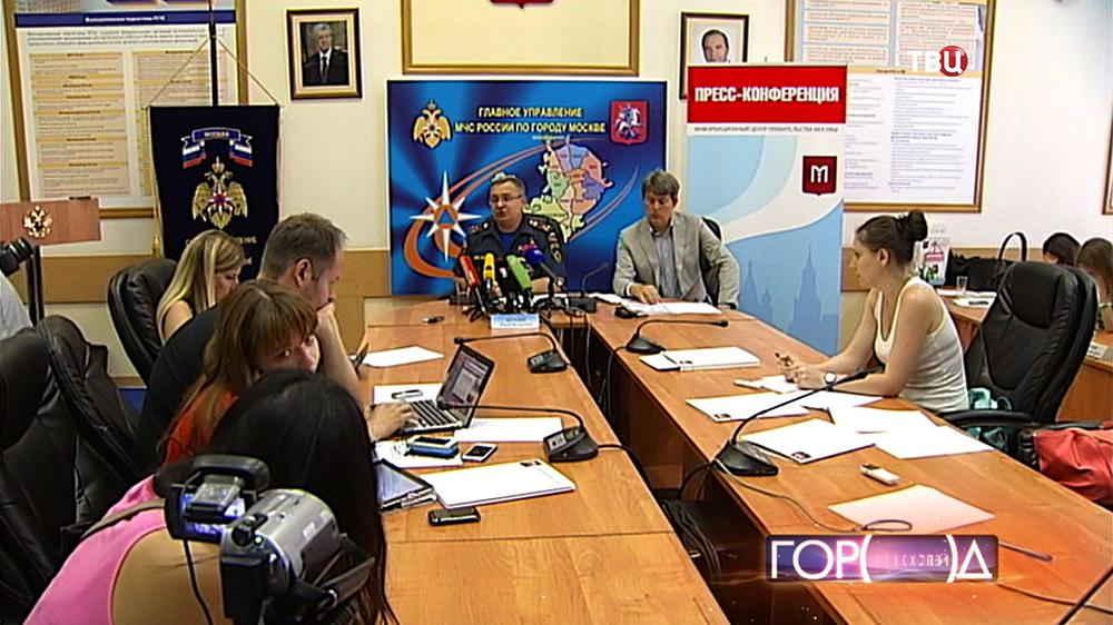 Пресс-конференция заместителя начальника ГУ МЧС России по Москве Юрия Беседина
