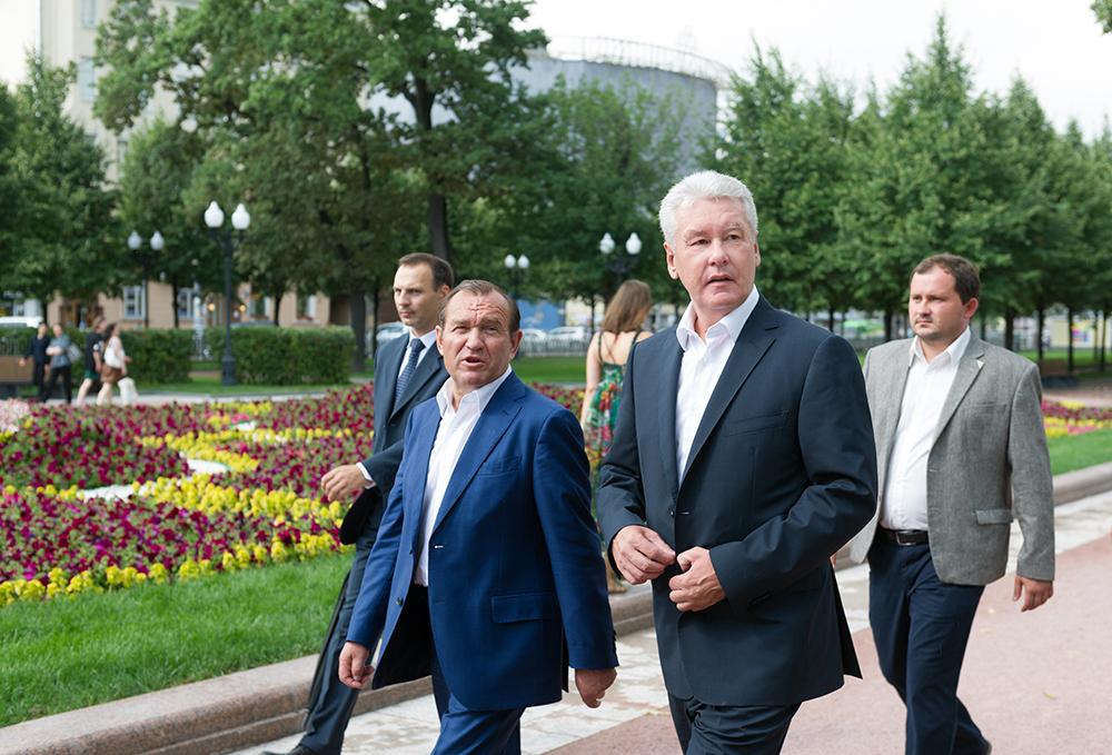 Сергей Собянин и Петр Бирюков оценили парковое благоустройство