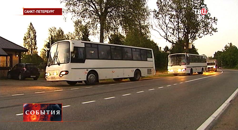Автоколонна с беженцами с Украины прибыла в Санкт-Петербург