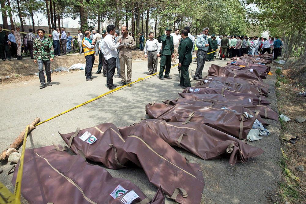 Тела погибших в авиакатастрофе в Иране