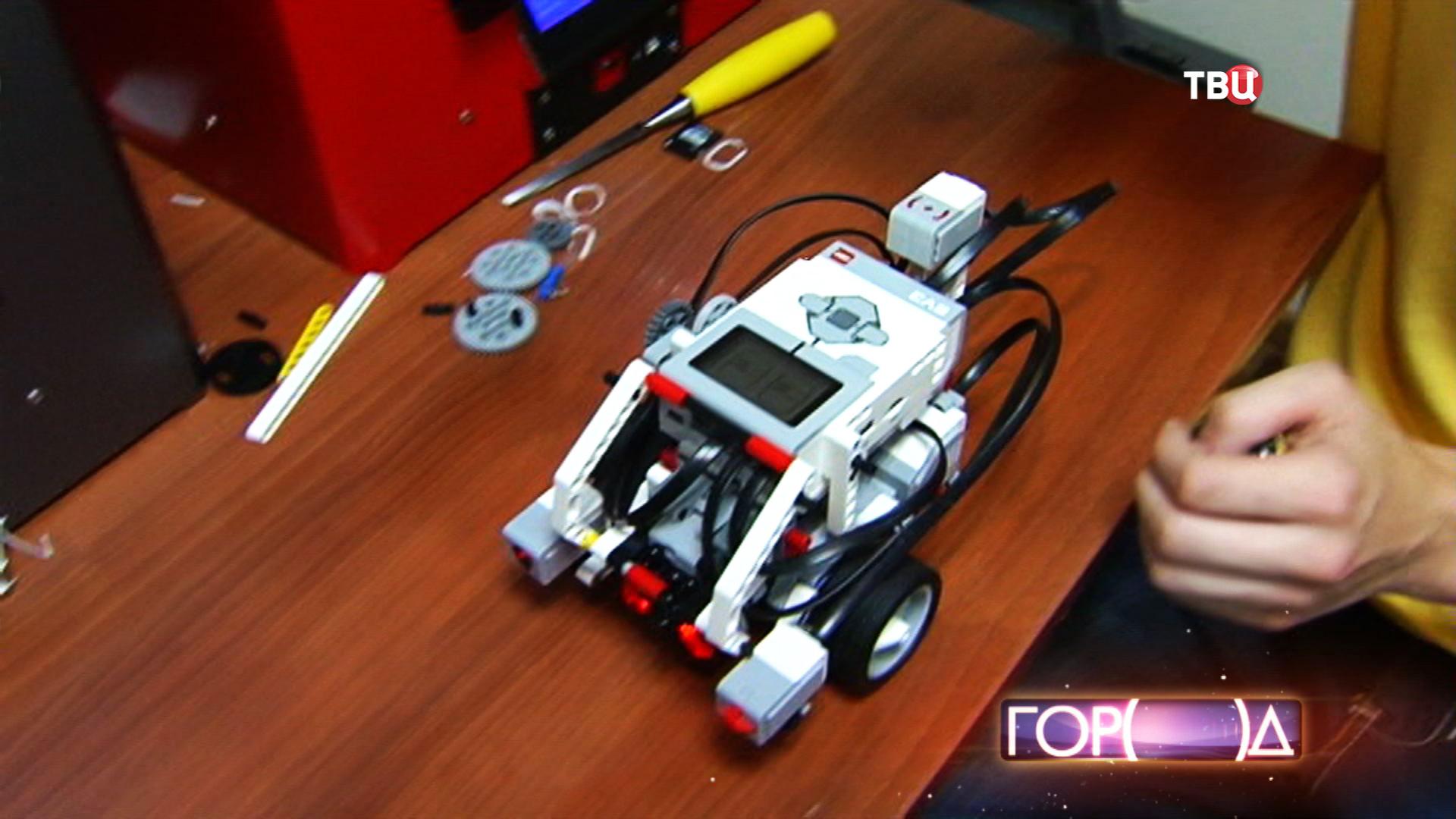 Робот, способный выполнять команды при помощи цветового сенсора