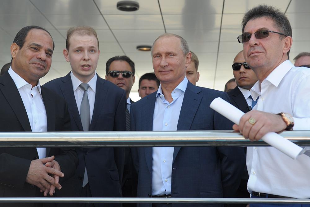 Президент Египта Абдель Фаттах ас-Сиси (слева) и президент России Владимир Путин
