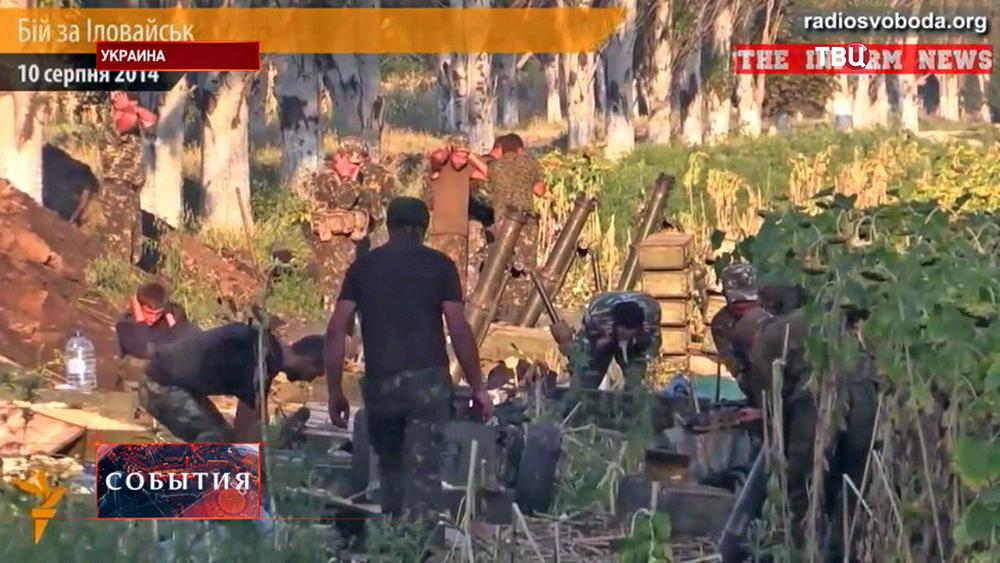 Бойцы Нацгвардии Украины ведут минометный обстрел