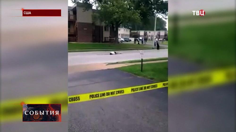 Тело темнокожего подростка застреленного полицией Фергюсона в США