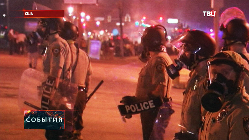 Полиция США разгоняет уличные беспорядки