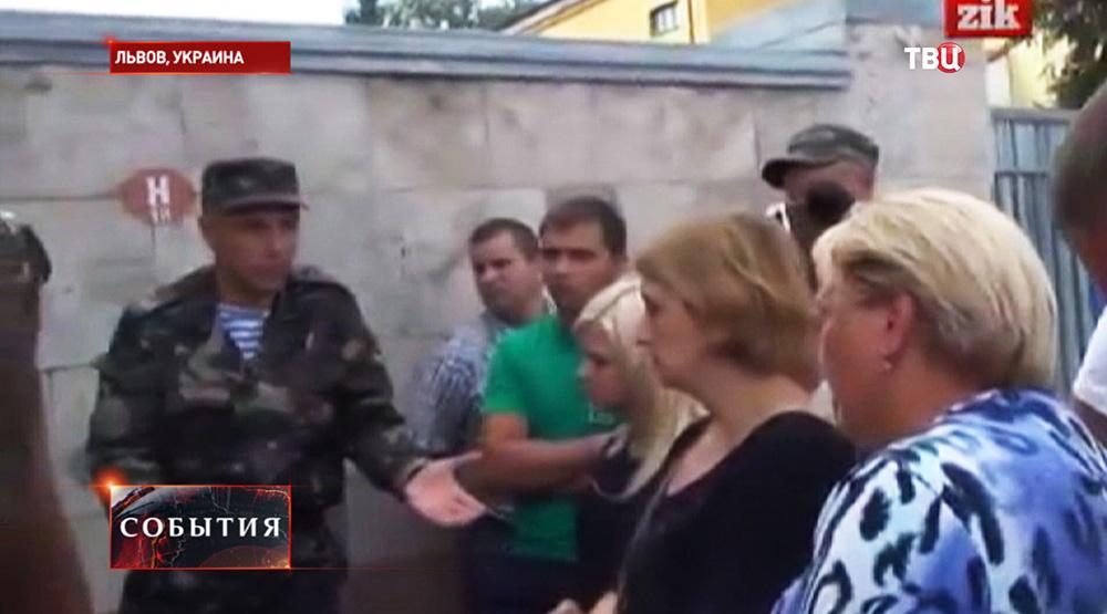 Протест матерей и жен украинских военнослужащих во Львове