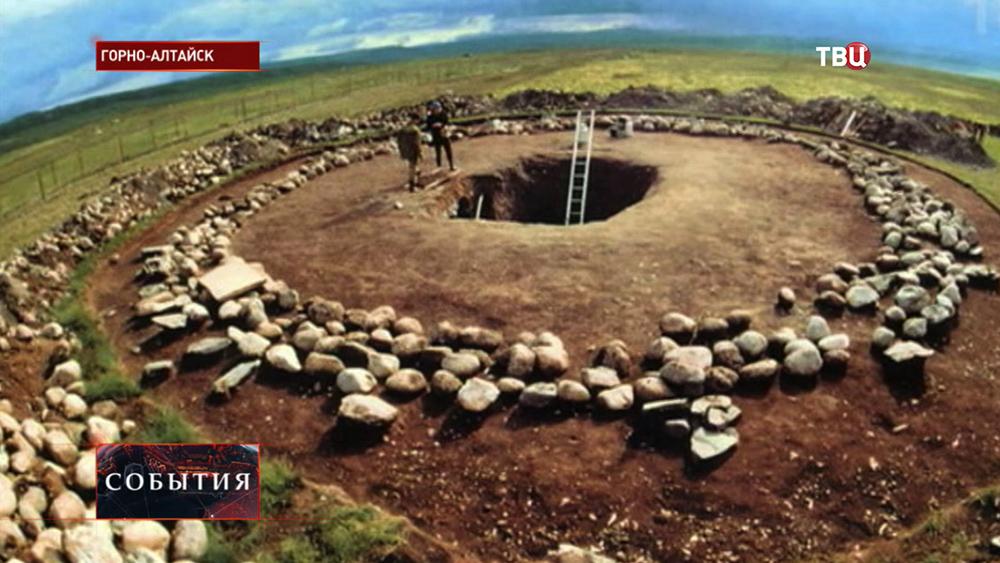 Археологические раскопки древнего захоронения в Горно-Алтайске