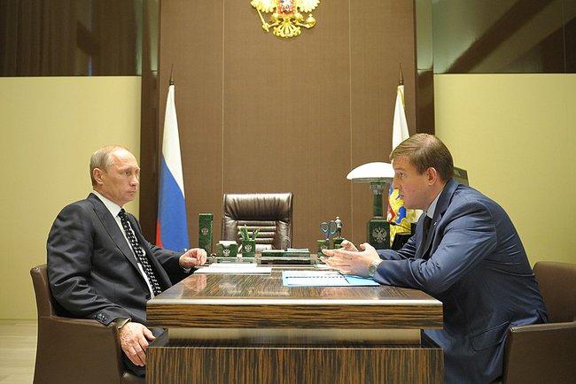 Президент России Владимир Путин и временно исполняющий обязанности губернатора Псковской области Андрей Турчак