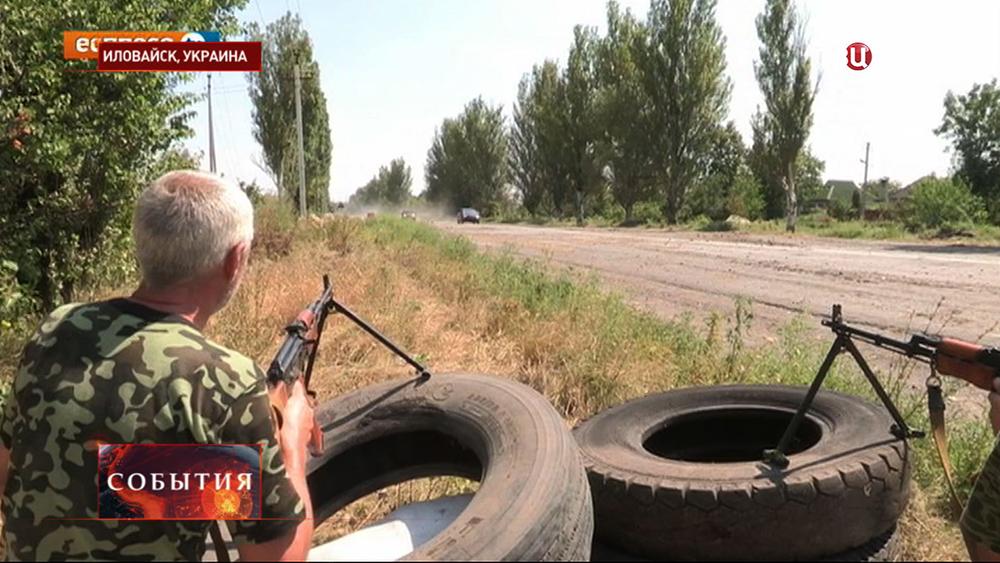 Ополченцы на блокпосту в Иловайске