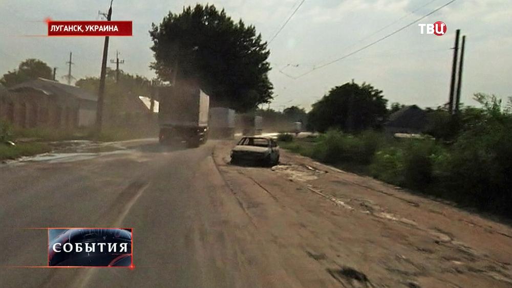 Гуманитарная колонна из России едет по улицам Луганска