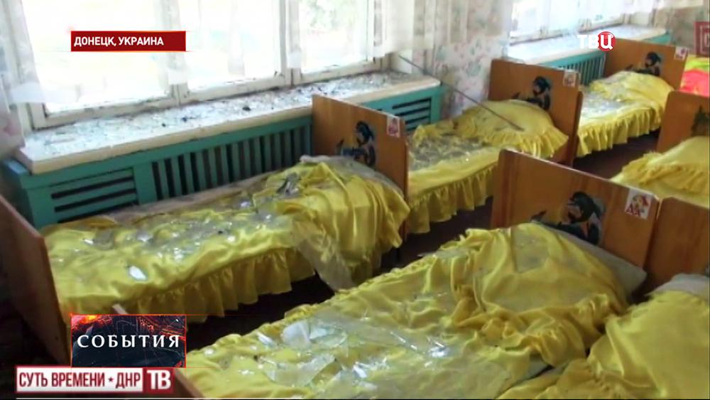 Последствия артобстрела детского сада в Донецке