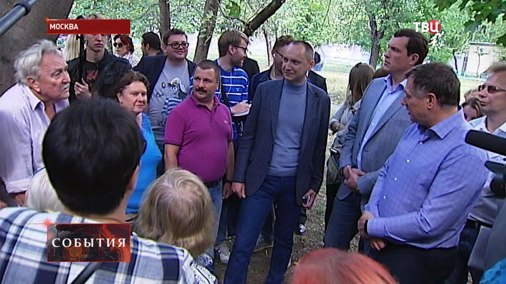Московские чиновники встретились с жителями