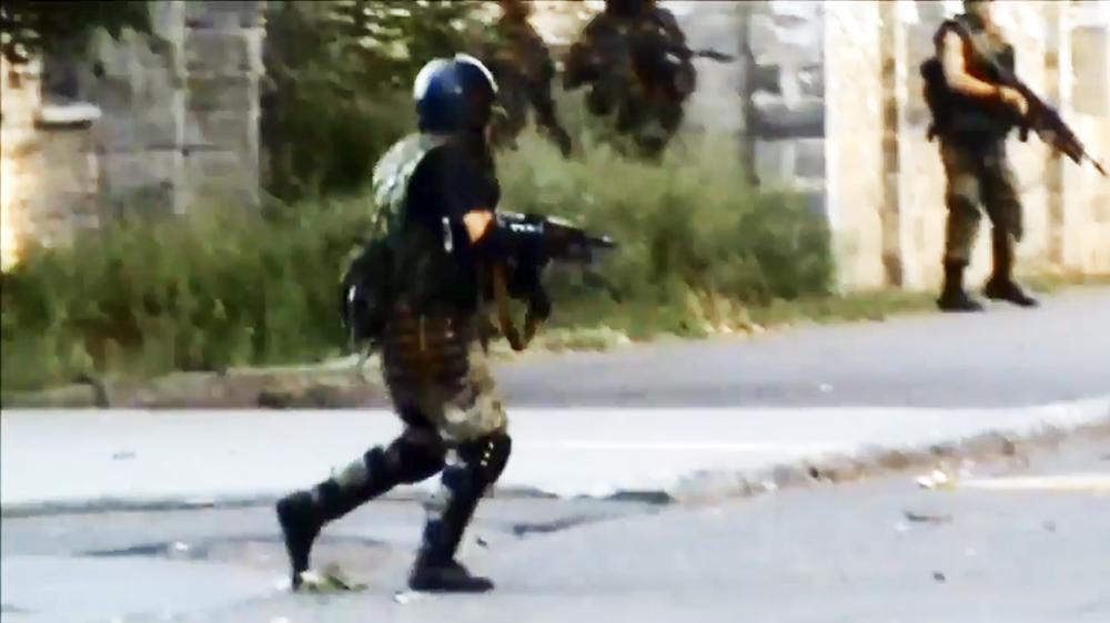 Народные ополченцы ведут уличные бои