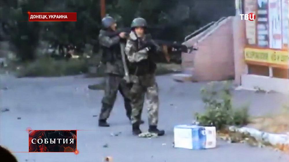 Народные ополченцы ведут уличные бои в Донецке