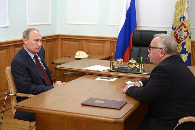 Президент России Владимир Путин и исполняющий обязанности губернатора Республики Алтай Александр Бердников