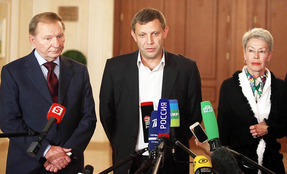 Экс-президент Украины Леонид Кучма, премьер-министр ДНР Александр Захарченко и представитель ОБСЕ Адельхейд Тальявини на пресс-конференции