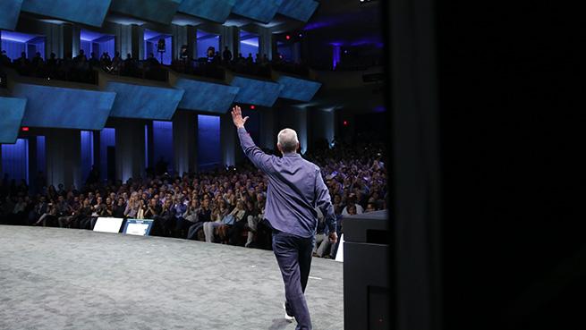 Тим Кук на презентации iPhone 6