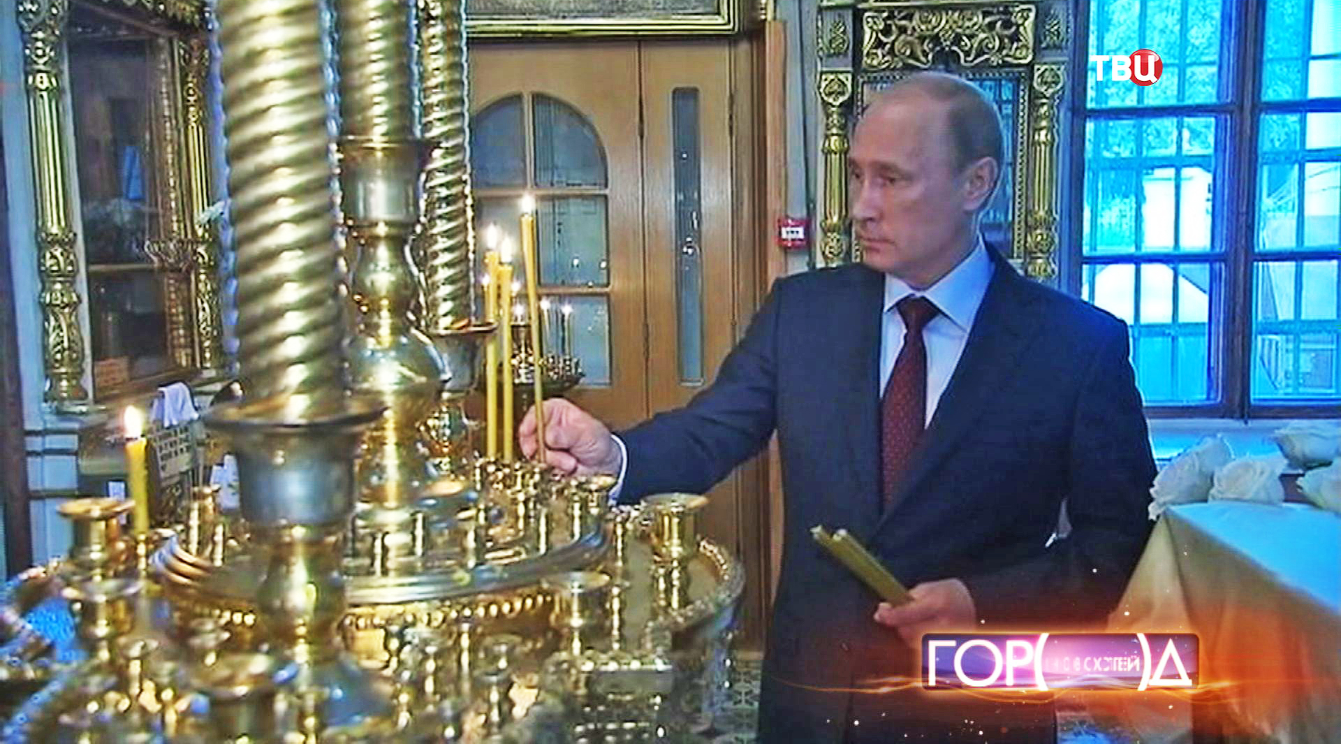 Владимир Путин в храме Живоначальной Троицы на Воробьевых горах