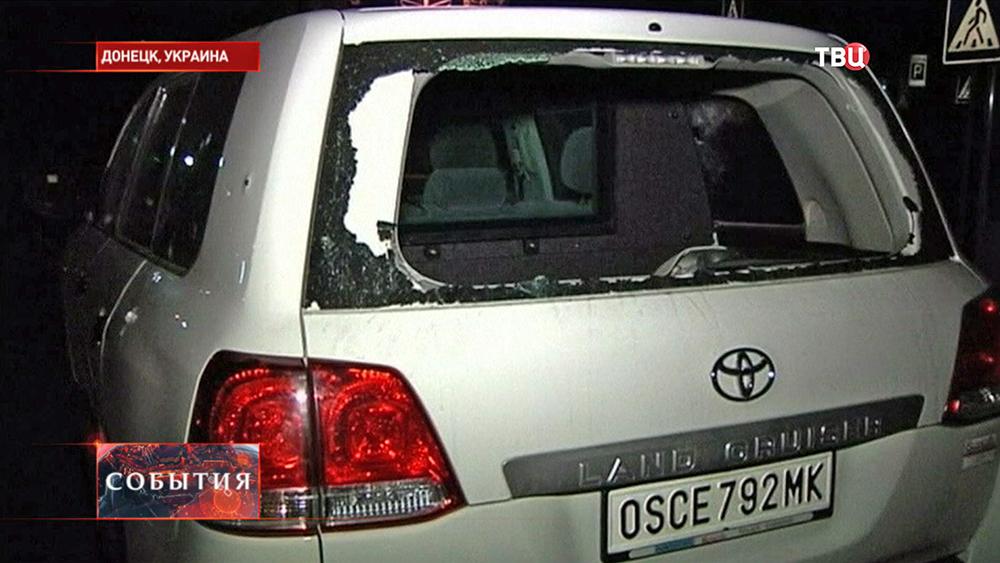 Обстрелянный автомобиль наблюдателей ОБСЕ на Украине