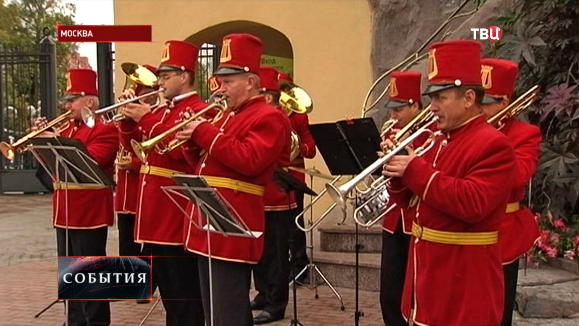 Оркестр в Московском зоопарке