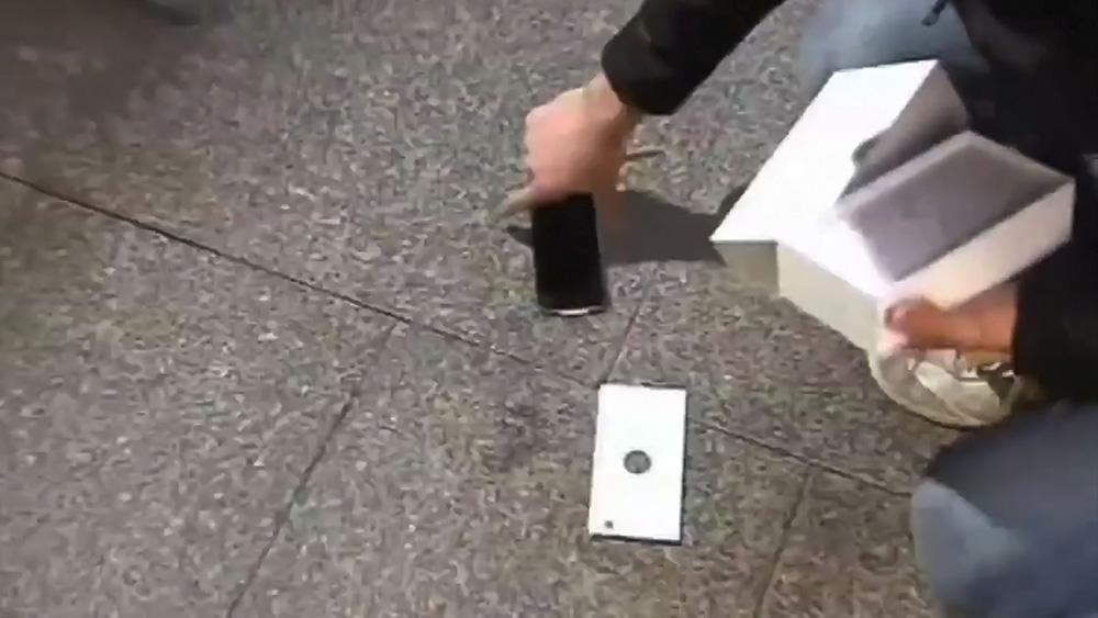 Владелец уронил новый iPhone 6
