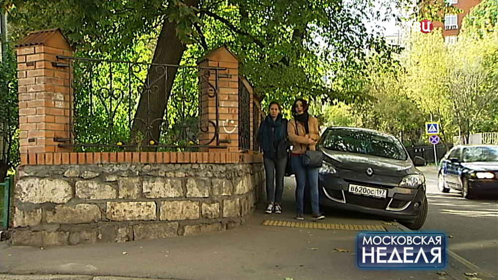 Ограда из средневековых надгробий