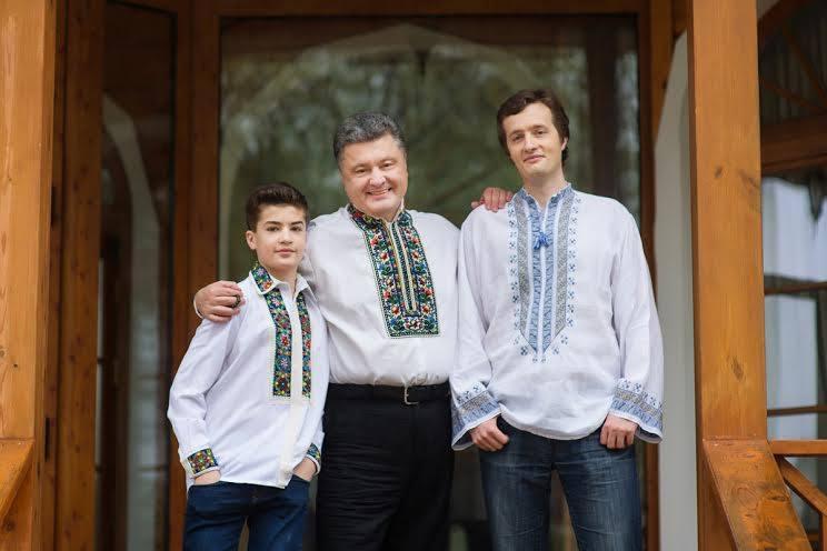 Картинки по запросу михаил порошенко вышиванка