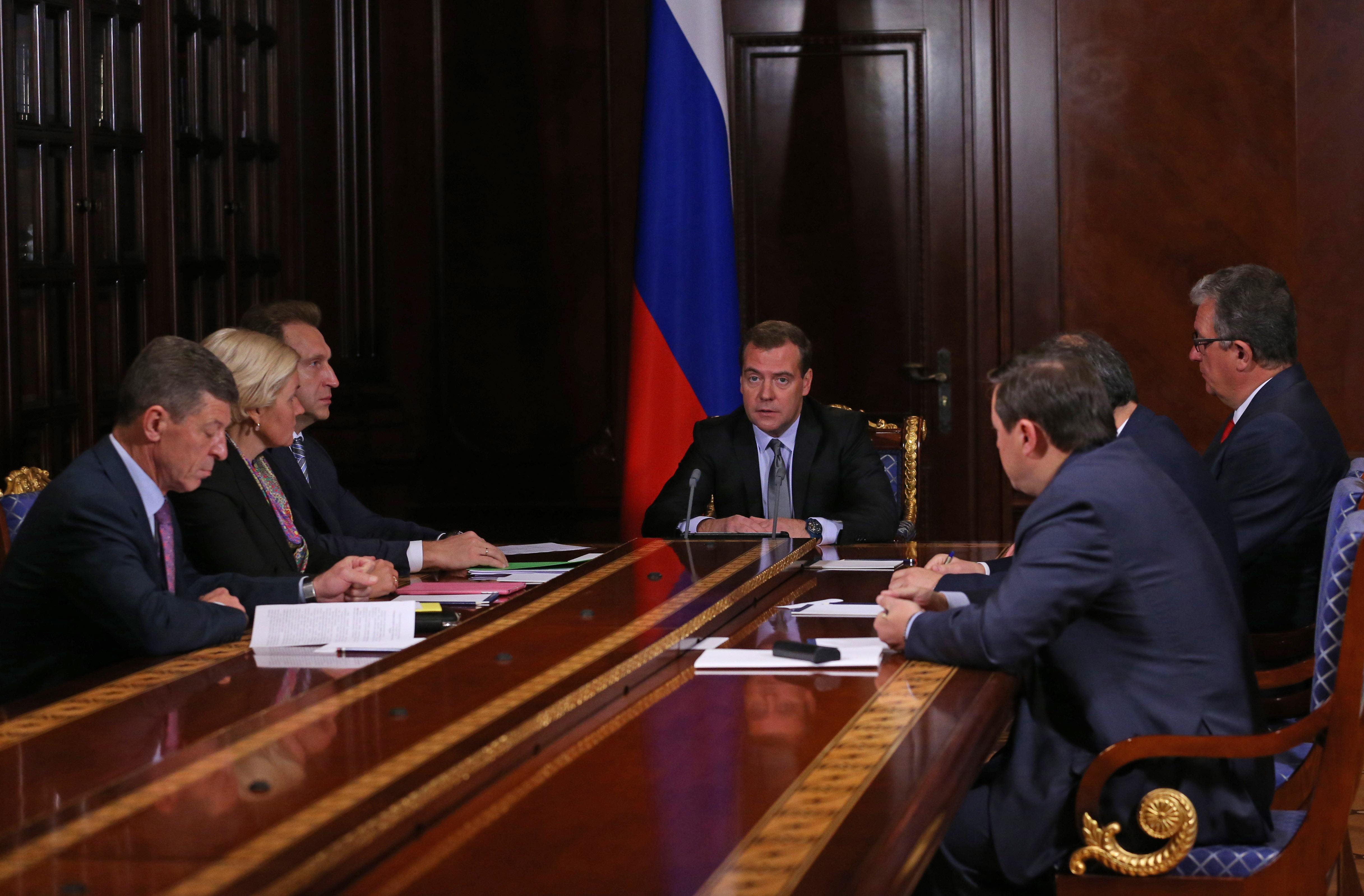 Премьер-министр РФ на совещании с вице-премьерами РФ